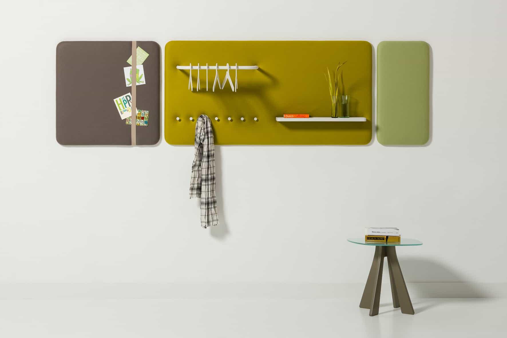 Informationszentrum / Wandpaneel / Zeitschriften / Prospekte / Garderobe