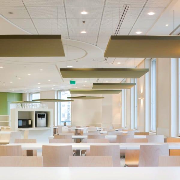 Deckensegel / Deckenabsorber / Großraumbüro / Konferenzraum / Kantinen