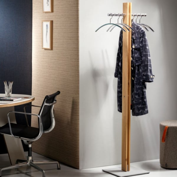 Jacken / Mäntel / Stahl / Holz / modern