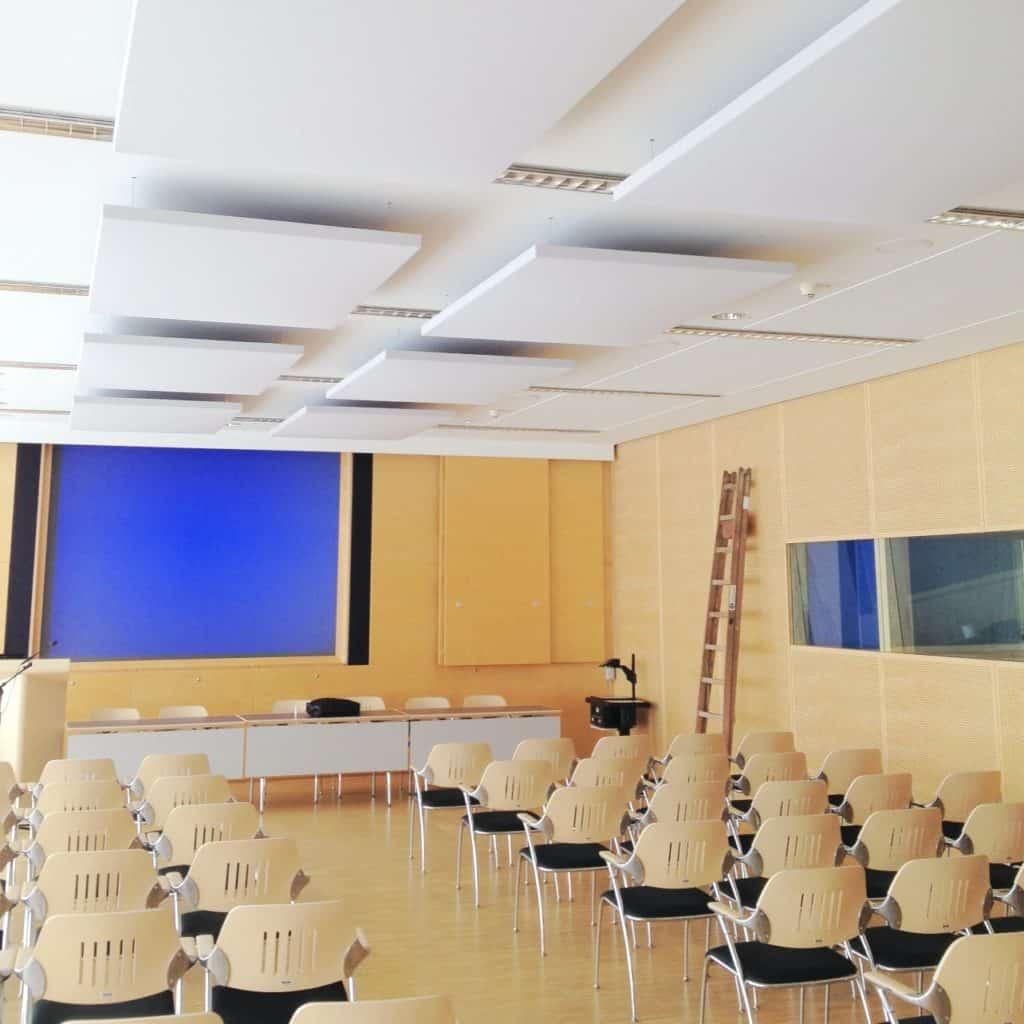 Akustikelement / stoffbezogen / Geräusch / Schall / Konferenzraum / Video / Lautstärke / Decke
