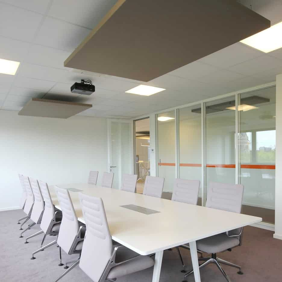 Ceiling sails / ceiling absorbers / open-plan office / conference room